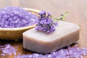 мыло с нуля с фиолетовым цветком и солью