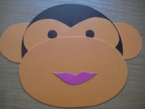 морда обезьяны из картона с губками