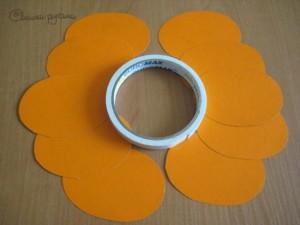 вырезанные кружки из оранжевого картона