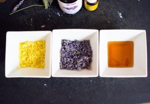 цедра лимона, цветы лаванды и мед в мисочках