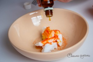 кремообразная основа и апельсиновое эфирное масло в скрабе