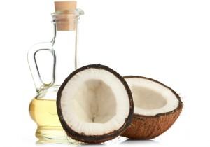 разбитый на части кокос с маслом
