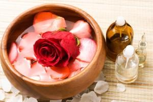 мацерат с лепестками розы