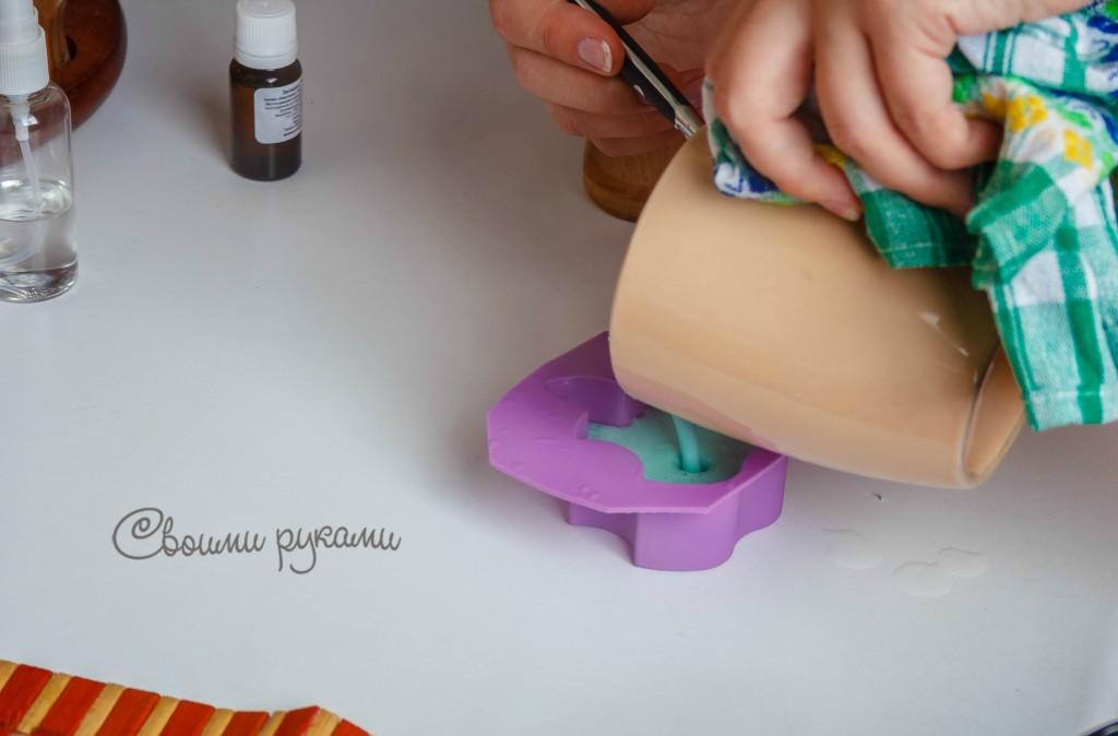 как залить растопленное мыло из основы в форму