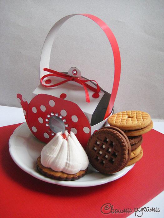 Картонная коробка для сладостей ручной работы