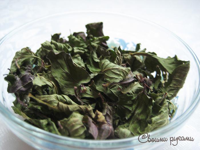 Мятные листья для лица